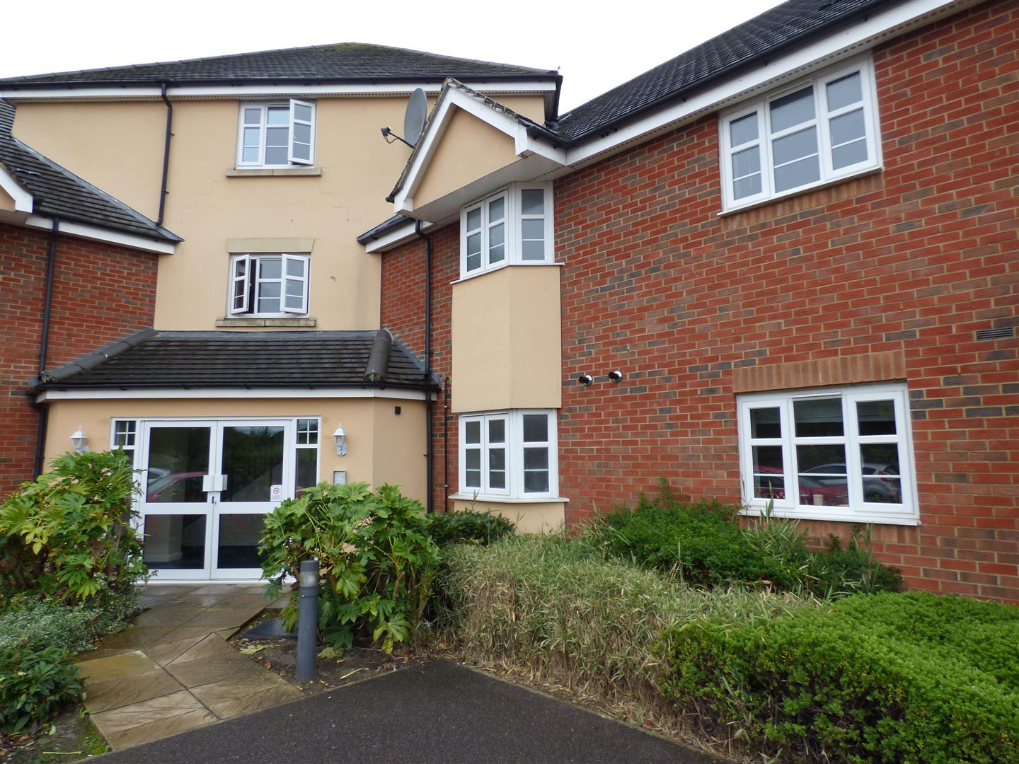 2 Bedrooms Flat for sale in Peppercorn Way, Dunstable